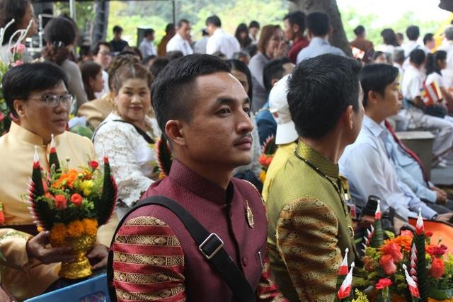 Nhiều phái đoàn phật giáo đến từ Thái Lan, Hàn Quốc, Ấn Độ, Liên Bang Nga... sang tham dự lễ hội