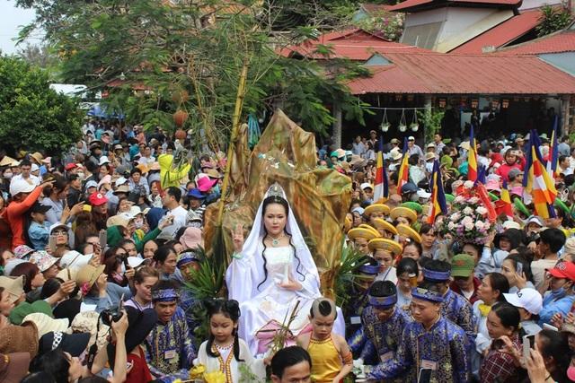 Lễ hội Quán Thế Âm 2018 tại Đà Nẵng thu hút hàng vạn Phật tử, du khách tìm về