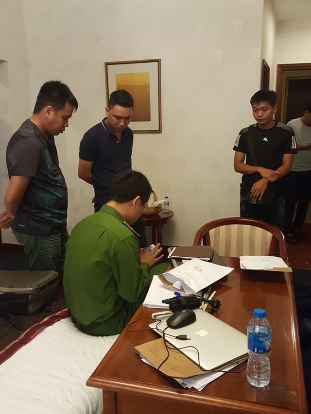Khám xét nơi ở của Nguyễn Thanh Hùng.