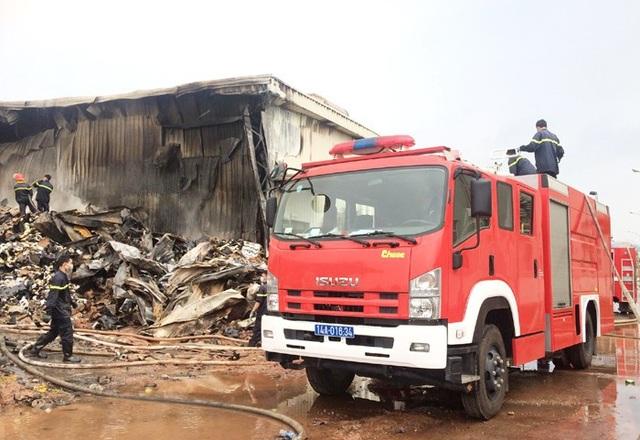 Đám cháy cơ bản đã được khống chế, không lây lan ra ngoài (ảnh Cổng TTĐT tỉnh)
