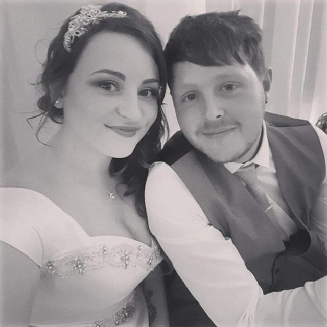 Ảnh cưới của Hayley và chồng