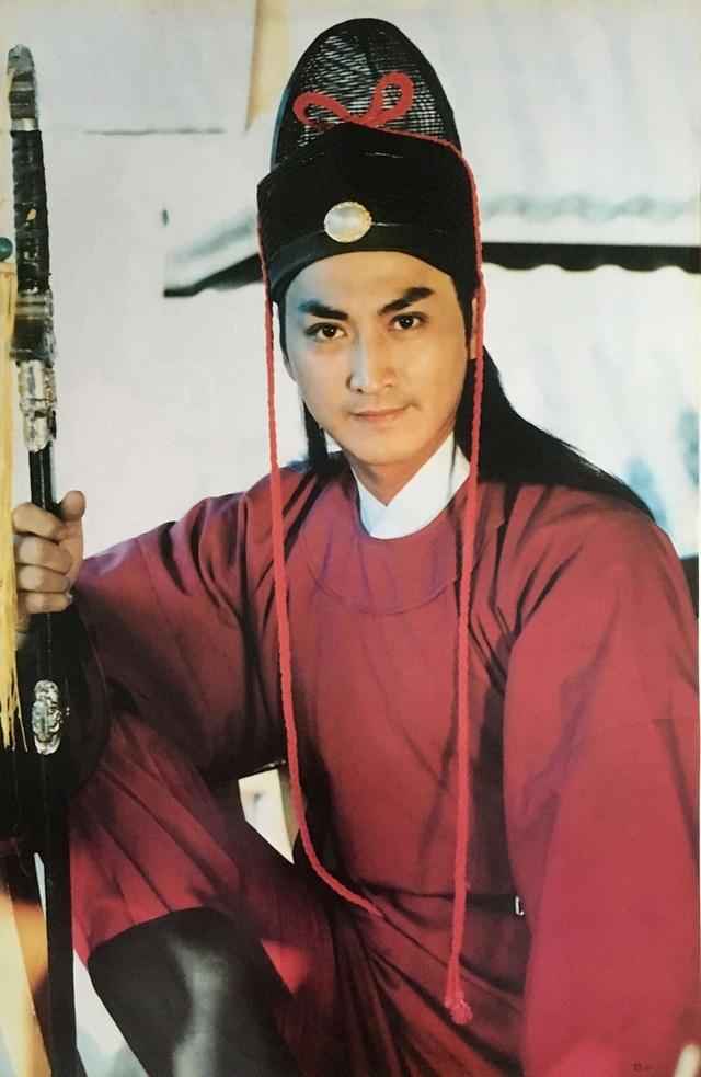 Nam diễn viên Hà Gia Kính (58 tuổi) từng là nhân viên cửa hàng kem và nhân viên hỗ trợ chuyển cáng bệnh nhân trong viện.