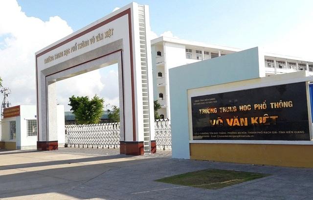 Trong những sai phạm của bà Nguyễn Thị Minh Giang - Giám đốc Sở GD-ĐT tỉnh Kiên Giang mà UBKT Tỉnh ủy Kiên Giang kết luận có nội dung bà Giang chỉ đạo tuyển sinh 6 trường hợp dưới điểm chuẩn vào trường THPT Võ Văn Kiệt.