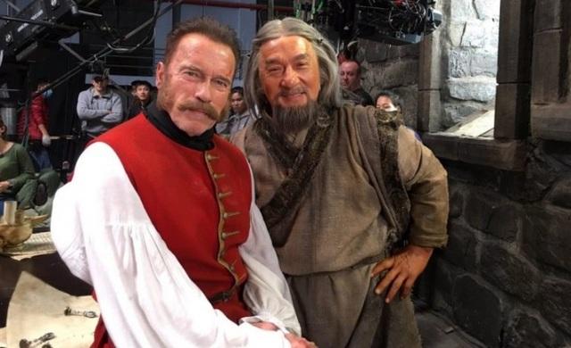 Tạo hình của Thành Long và Arnold Schwarzenegger trong phim mới sắp ra mắt.