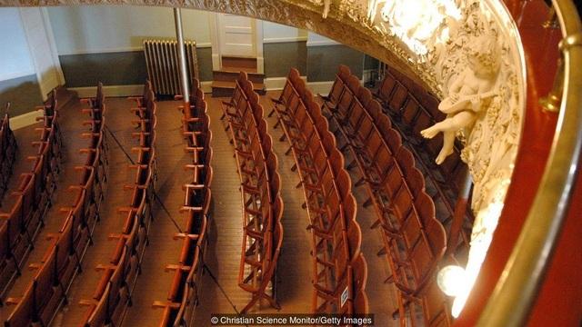 Nhà hát kịch trên tầng 2