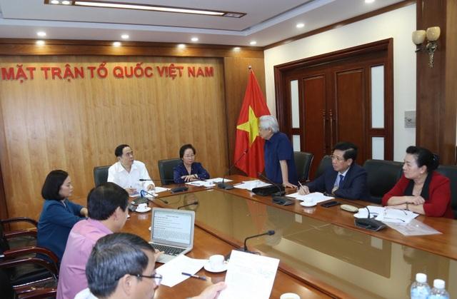 GS.TS Phạm Tất Dong, Phó Chủ tịch kiêm Tổng Thư ký Hội Khuyến học Việt Nam giới thiệu về thành quả hoạt động của Hội trong 10 năm qua.