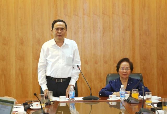 Chủ tịch Ủy ban Trung ương Mặt trận Tổ quốc Việt Nam bày tỏ tin tưởng Hội Khuyến học Việt Nam sẽ luôn hoàn thành tốt nhiệm vụ chính trị của mình với tư cách là một thành viên tin cậy của Mặt trận Tổ quốc Việt Nam.