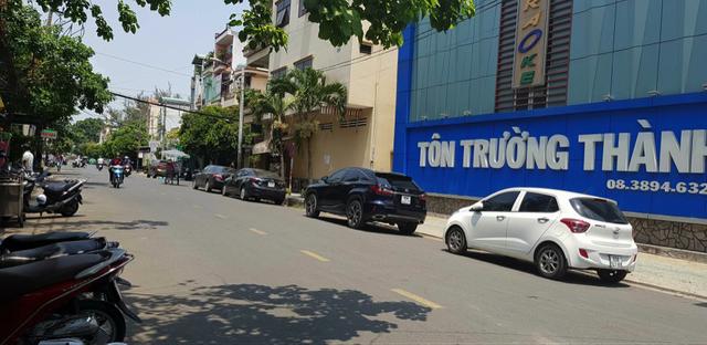 Cận cảnh những nhà đầu tư mướt mồ hôi xếp hàng mua căn hộ tại Biên Hoà - 2