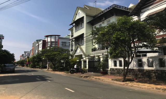 Cận cảnh những nhà đầu tư mướt mồ hôi xếp hàng mua căn hộ tại Biên Hoà - 3