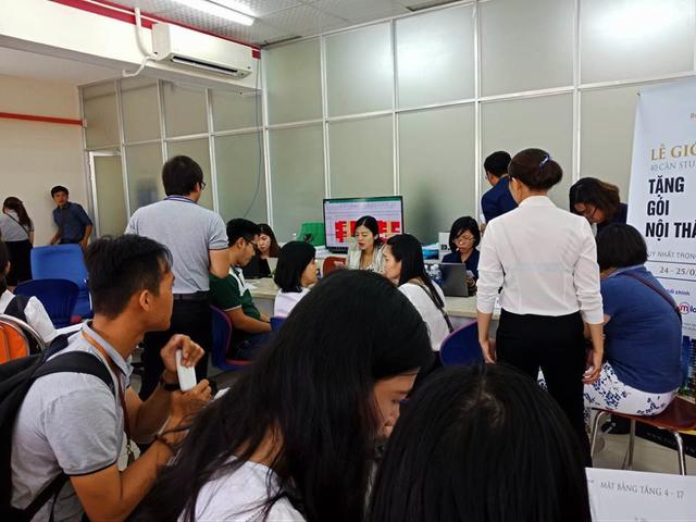 Cận cảnh những nhà đầu tư mướt mồ hôi xếp hàng mua căn hộ tại Biên Hoà - 7
