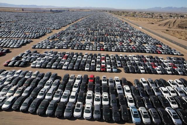 """Choáng với bãi chứa xe động cơ diesel """"lỗi"""" của Volkswagen - 2"""