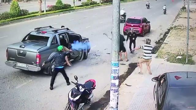 Người của nhóm công ty bảo vệ nổ súng chống trả nhóm thanh niên