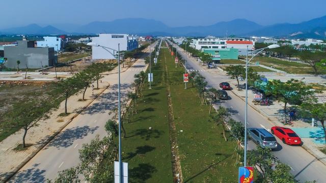 Huyết mạch Nguyễn Tất Thành nối dài vừa mới khánh thành dịp 29/3/2018 kết nối dễ dàng và nhanh chóng Golden Hills với trung tâm thành phố Đà Nẵng cũng như các khu vực đô thị khác, các điểm du lịch, các khu công nghệ cao, khu công nghiệp, cảng biển…