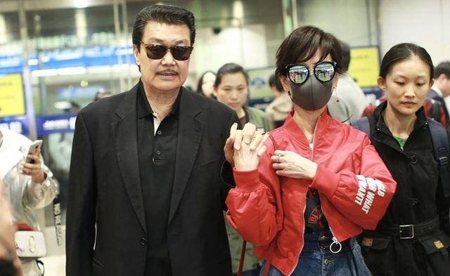 Vợ chồng Triệu Nhã Chi đã kết hôn được 33 năm nhưng không bao giờ quên dành cho nhau những điều ngọt ngào.