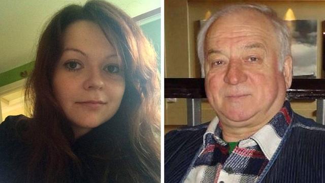 Hai cha con cựu điệp viên Nga Sergei Skripal (Ảnh: Mirror)