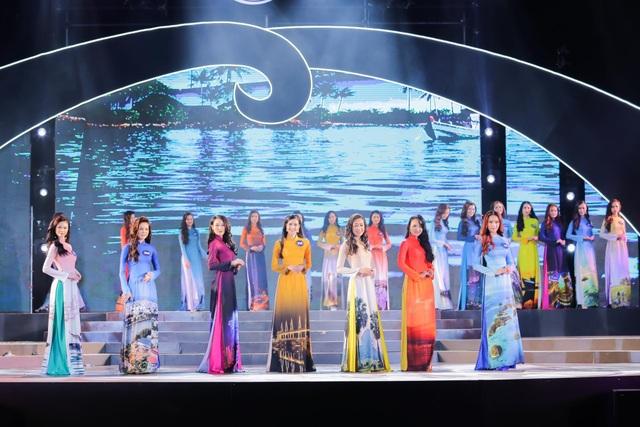 Những thí sinh Hoa hậu biển Việt Nam toàn cầu 2018 xuất hiện xinh đẹp, duyên dáng trong tà áo dài.