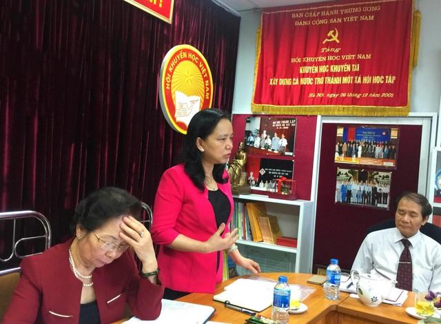 Đồng chí Trần Thị Hà - Trưởng ban Thi đua khen thưởng Trung ương tham mưu phát triển phong trào thi đua khen thưởng của Hội Khuyến học Việt Nam.
