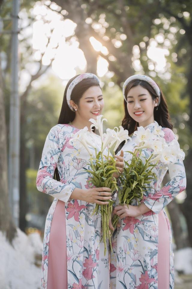 Cái duyên giúp Ngọc Hân và Đỗ Mỹ Linh trở nên thân thiết bắt đầu từ khi cô sinh viên Đại học Ngoại thương trở thành Hoa hậu. Cả hai có nhiều dịp gặp gỡ, làm việc cùng nhau trong các chương trình văn hoá, từ thiện.