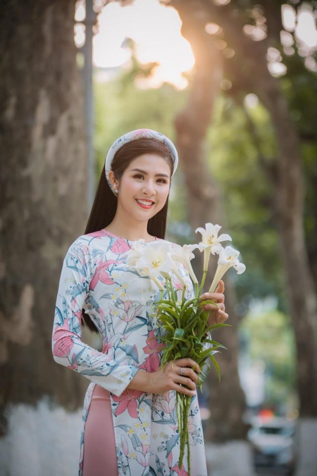 Từ nhiều năm nay, Ngọc Hân chuyển hướng dần vào công việc thiết kế thời trang, đặc biệt là mảng áo dài bởi cô rất muốn giới thiệu trang phục dân tộc đến với bạn bè quốc tế. Đây cũng là cách cô quảng bá cho vẻ đẹp của văn hoá, con người Việt Nam trên thế giới.