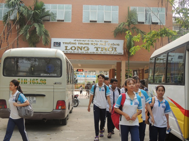 Em Phạm Song Toàn đang chịu nhiều áp lực tại trường sau khi phản ánh sự việc. Trong ảnh: Học sinh Trường THPT Long Thới (Nhà Bè, TPHCM).