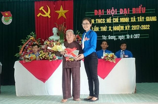 Chị Giao cũng là thủ lĩnh thanh niên có uy tín, nhiệt tình trong công tác và có khả năng đoàn kết tập hợp ĐVTN.