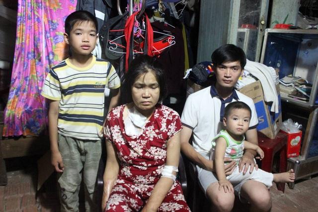 Chị Bùi Thị Mỹ Hồng cùng 3 con