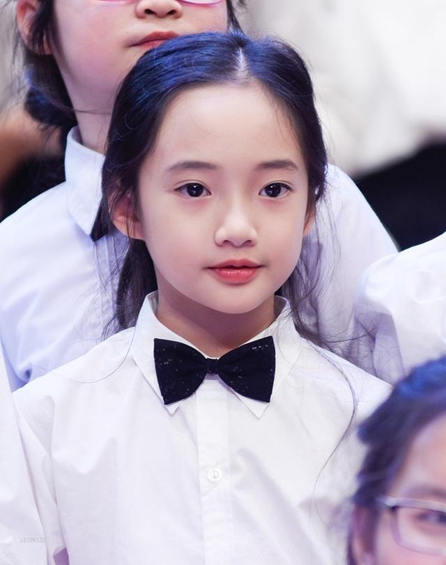"""Thần thái xuất sắc, em gái Hà Nội được ví như """"thiên thần violin"""" - 7"""