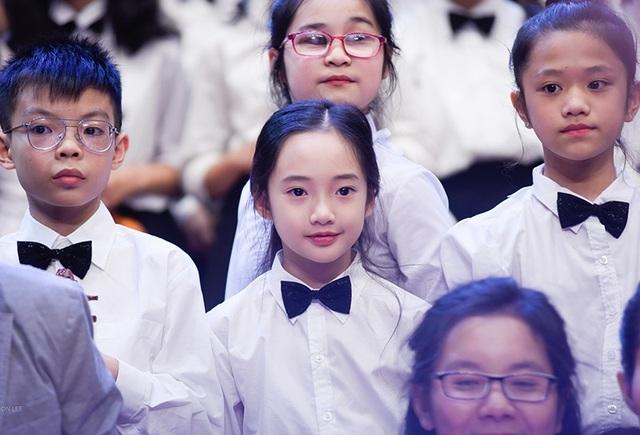 """Thần thái xuất sắc, em gái Hà Nội được ví như """"thiên thần violin"""" - 6"""