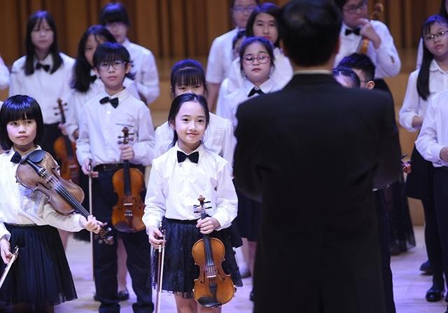 """Thần thái xuất sắc, em gái Hà Nội được ví như """"thiên thần violin"""" - 4"""