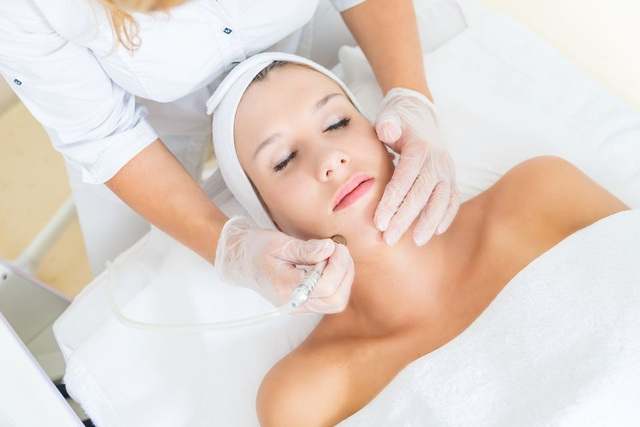 Chuyên gia da liễu chỉ rõ những hiểu lầm khó tin khi lột da mặt làm đẹp - 2