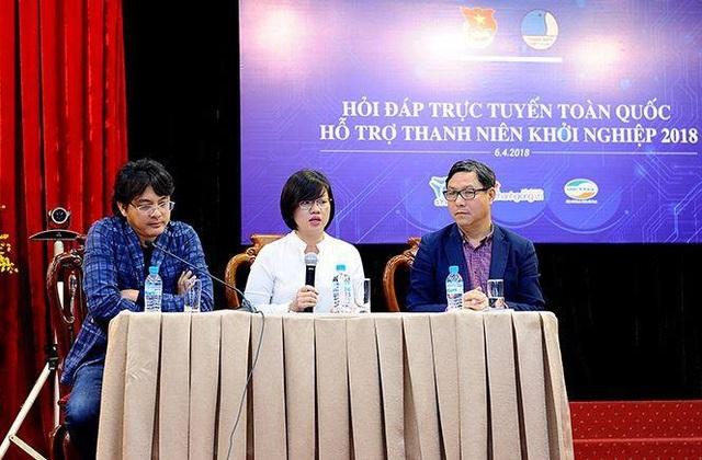 Chị Nguyễn Thị Thu Vân (giữa) - Phó chủ tịch Thường trực Trung ương Hội Liên hiệp Thanh niên Việt Nam, giải đáp các câu hỏi