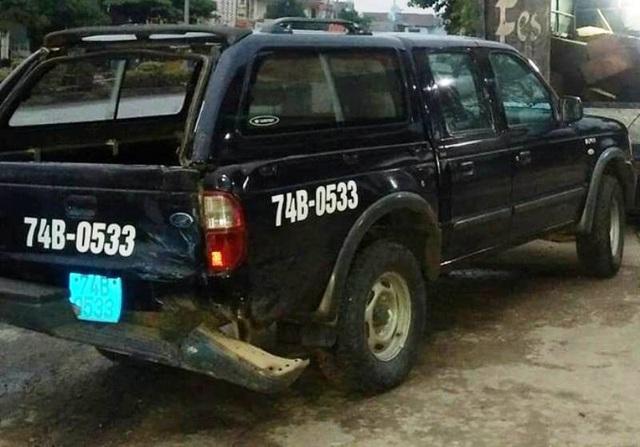 Chiếc xe của lực lượng chức năng bị hư hỏng