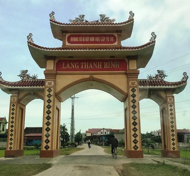 Trên địa bàn huyện Quảng Trạch, có đến 18 người làm hiệu trưởng, phó hiệu trưởng đều cùng thôn Thanh Bình, xã Quảng Xuân, quê hương Bí thư Đậu Minh Ngọc