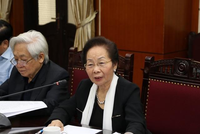 Chủ tịch Hội Khuyến học Việt Nam trình bày kiến nghị.