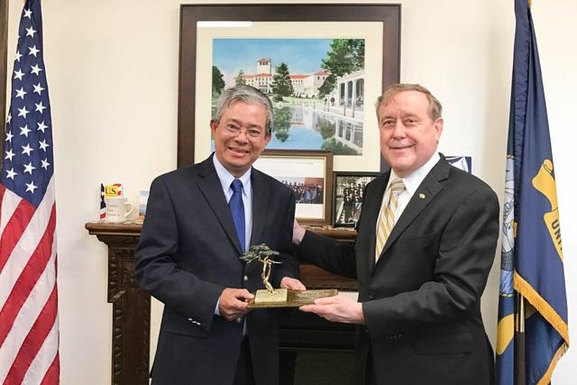 Đại sứ Phạm Quang Vinh và Hạ Nghị sỹ Jimmy Panetta