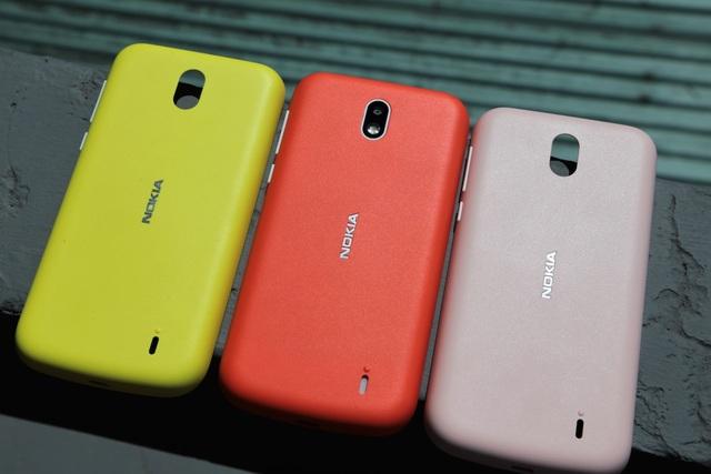 Hãng trước đó cho biết, lối thiết kế này giúp người dùng có thể mua sắm thêm một số vỏ màu sắc khác để thay thế dễ dàng.