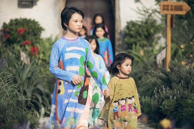 MC Phan Anh lần đầu đưa cả vợ lẫn con lên sân khấu làm người mẫu - 12