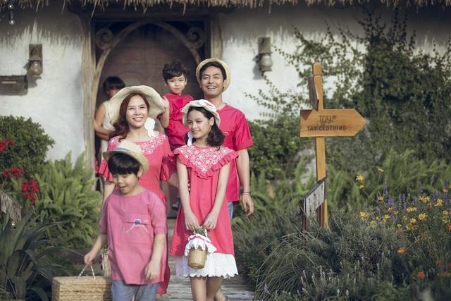 MC Phan Anh lần đầu đưa cả vợ lẫn con lên sân khấu làm người mẫu - 2