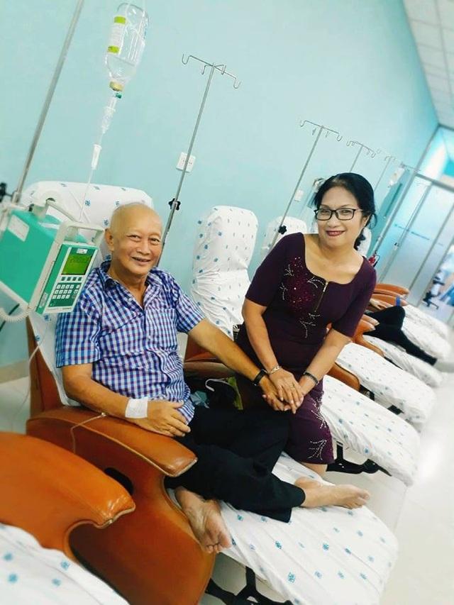 Nhờ sự động viên và hỗ trợ từ người vợ, anh Bình đã vượt qua căn bệnh ung thư