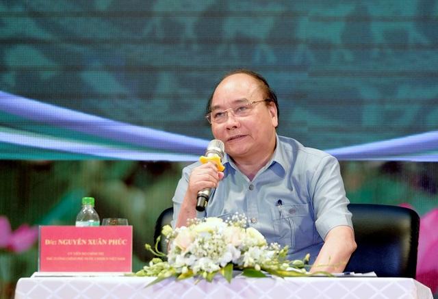 Tại cuộc đối thoại giữa Chính phủ với người nông dân, Thủ tướng đã trả lời nông dân về vấn nạn phân bón giả, thuốc trừ sâu giả và tín dụng đen trong nông nghiệp.