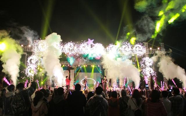 Người dân và du khách cháy cùng Coco Starlight Fest