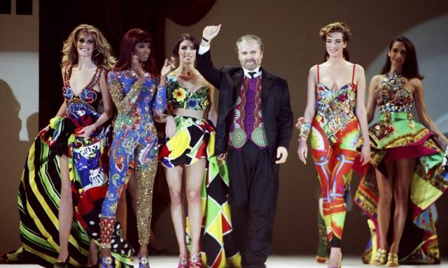 Nhà thiết kế Gianni Versace trong một show hồi năm 1991 tổ chức ở Los Angeles (Mỹ).