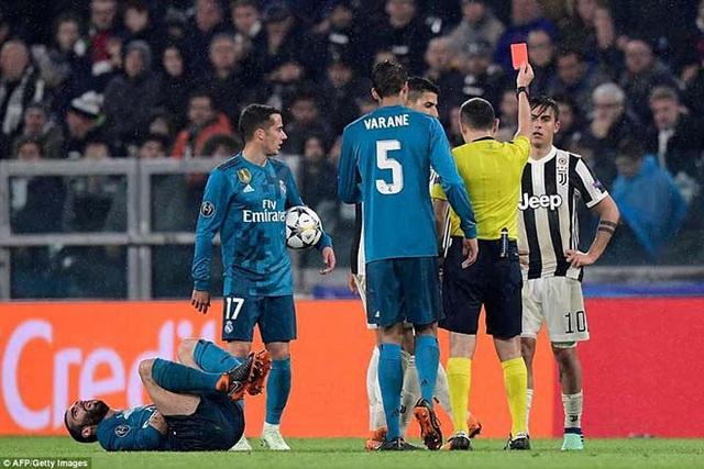 Trọng tài Cuneyt Cakir được biết đến với nhiều quyết định có lợi cho Real Madrid