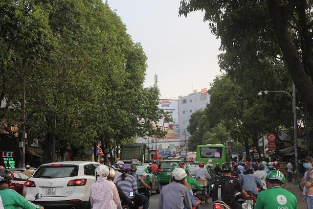 Mệt nhoài trở lại Sài Gòn trong tiết trời nóng bức - 1