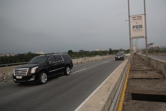 Sau hơn 20 phút sửa chữa, chiếc xe khách tiếp tục hành trình và giao thông ổn định trở lại