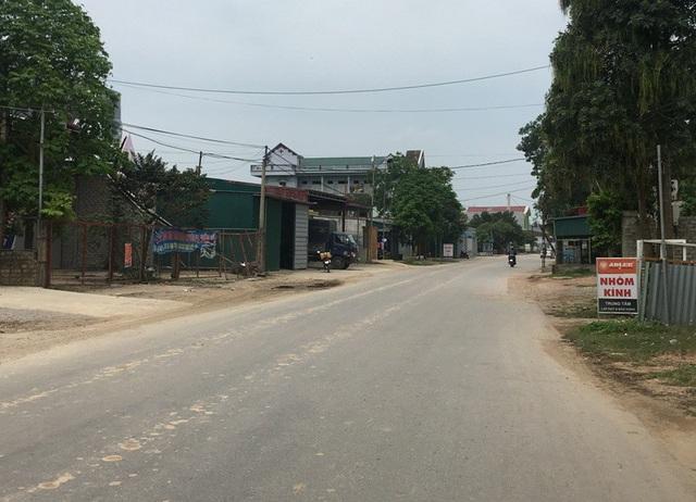 Hiện trường xảy ra vụ tai nạn ngay trước khu vực gia đình anh Mai Trọng Mạnh và anh Nguyễn Văn Tung (em trai ông Tý)