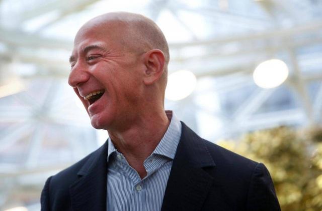 Cổ phiếu của Amazon tăng 10%, tỷ phú Jeff Bezos nhẹ nhàng kiếm 12 tỷ USD chỉ trong 1 ngày. (Nguồn: Independent)