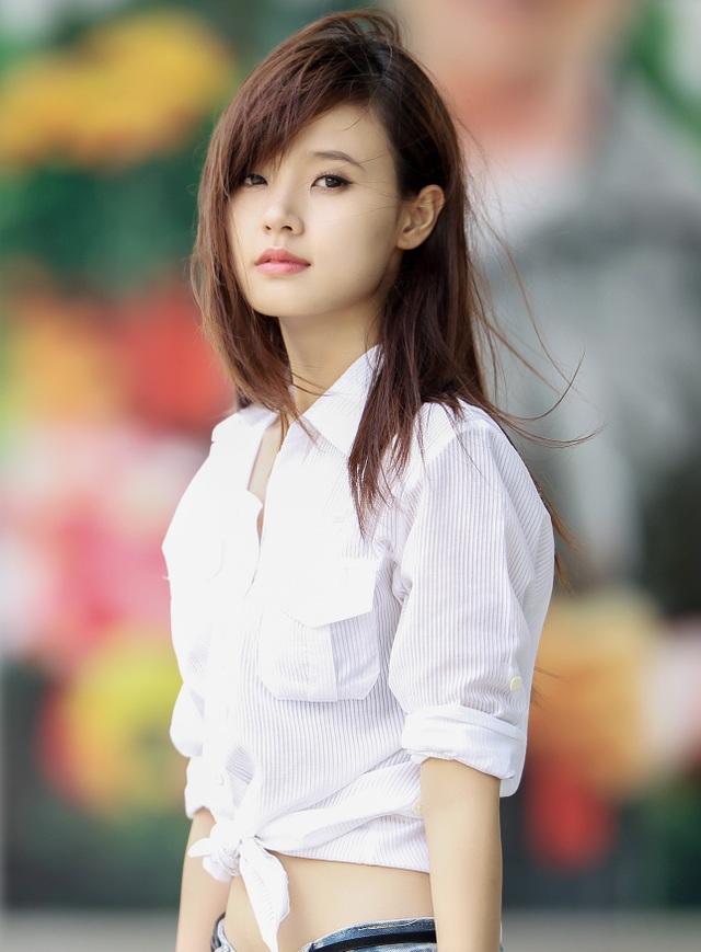 Sau khi giành được ngôi vị cao nhất của cuộc thi Hot Vteen, Midu quyết định dấn thân hoạt động nghệ thuật với vai trò người mẫu ảnh và diễn viên trong các bộ phim tuổi mới lớn. Cô đã tham gia các bộ phim như: Cô nàng tóc rối, Thiên thần áo trắng, Mùa hè lạnh,…