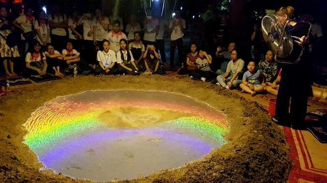 """Xuất hiện… """"miệng núi lửa"""" tại Festival Huế - 5"""