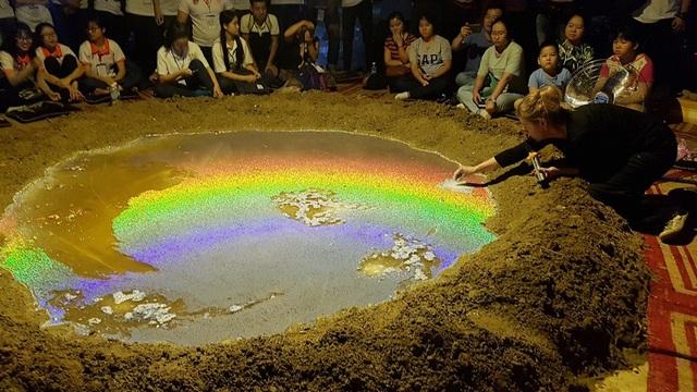 """Xuất hiện… """"miệng núi lửa"""" tại Festival Huế - 6"""